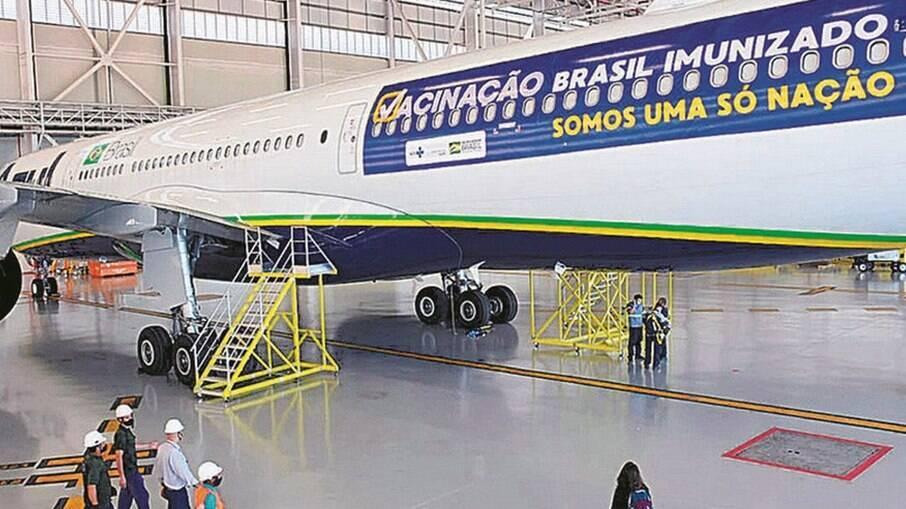 Avião da Azul que buscaria vacinas na Índia: aéreas integram estrutura de distribuição