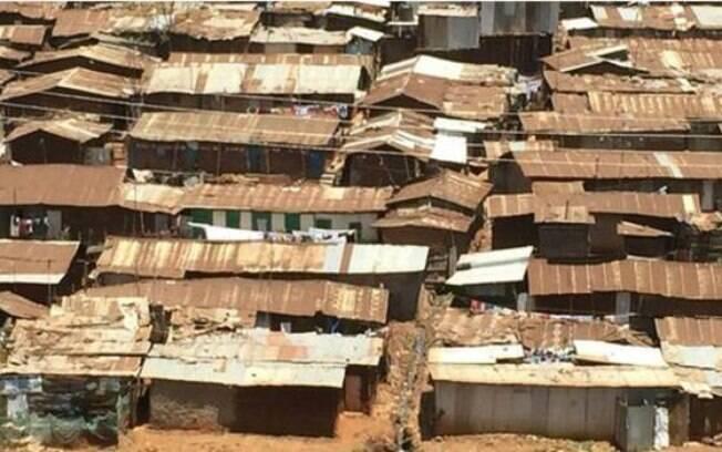 Kibera é afetada por péssimas condições sanitárias, pobreza e desemprego
