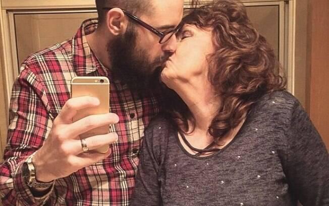 O casal se juntou duas semanas após o funeral do filho de Almeada.