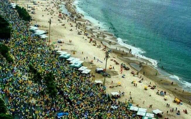 Passeata contra Dilma em Copacabana: equipe da TV Globo teve e sair escoltada do evento