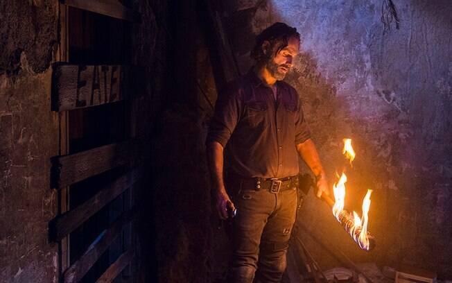 Rick (Andrew Lincoln) com Lucille em chamas, uma das cenas mais marcantes da atual temporada