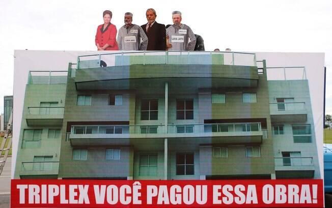 Manifestantes de Brasília fazem menções à ações da PF e do MP-SP contra o ex-presidente Lula. Foto: Charles Sholl/Futura Press - 13.03.16