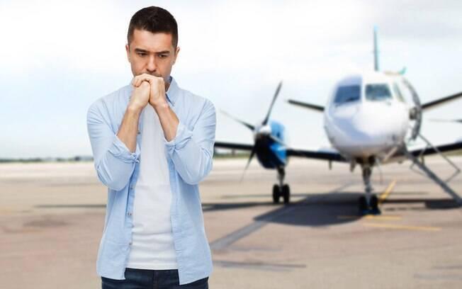 Evitar alguns comportamentos na hora de viajar de avião podem ajudar a melhorar a fobia