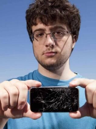 Comex, o hacker que desbloqueou o iPhone