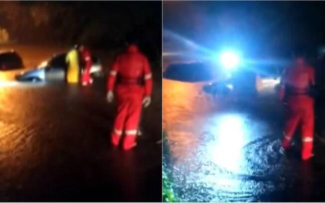 Carros foram retirados do rio pelo Corpo de Bombeiros