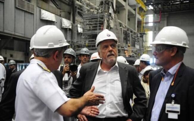 Jaques Wagner, ministro da Defesa, visita o Estaleiro e Base Naval (EBN) da Marinha em Itagua, RJ