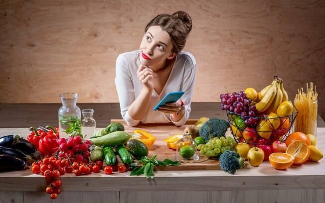 Para reduzir o peso, o ideal é diminuir as calorias, principalmente as chamadas calorias vazias