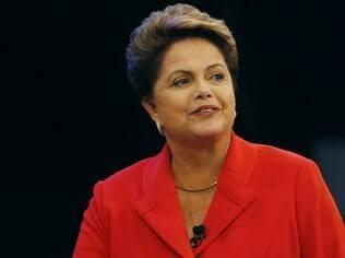 Dilma tenta conciliar interesses da base aliada e de setores que tradicionalmente apoiaram governos petistas