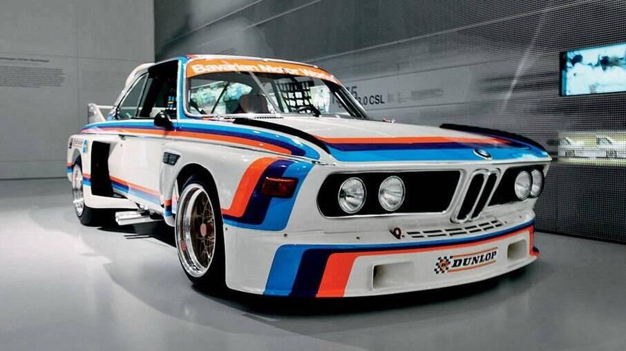 Divisão Motorsports tem o azul (BMW), vermelho (Texaco) e roxo (união das duas marcas, ou azul e vermelho)