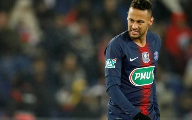 Neymar cumpre suspensão na França