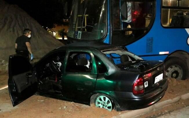 Criança de 4 anos morre após acidente entre carro e ônibus