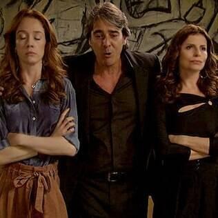 Cadinho (Alexandre Borges) se divide entre duas de suas mulheres, Noêmia (Camila Morgado) e Verônica (Débora Bloch)
