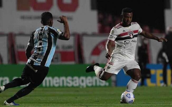 Em jogo com dois gols de falta, São Paulo venceu o Grêmio com gol decisivo nos acréscimos