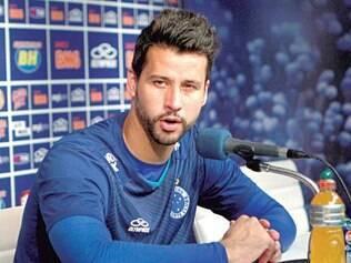 """Ícone celeste. Prestes a se tornar o goleiro que mais vestiu a camisa do Cruzeiro, Fábio é destaque na edição de hoje do """"Meio de Campo"""""""
