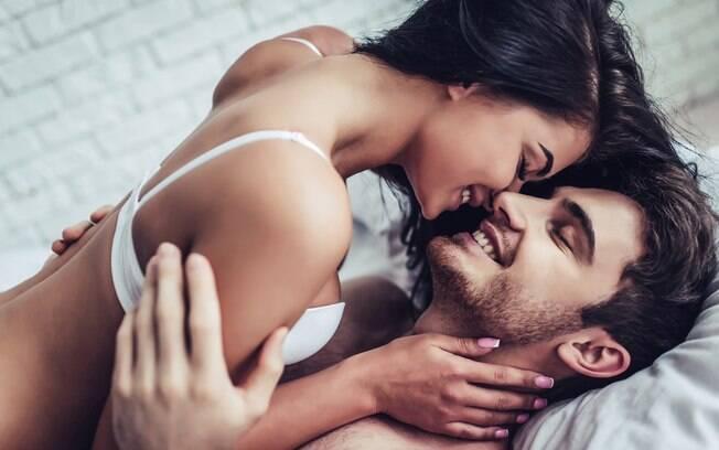 O relacionamento esfriou e o sexo caiu na rotina? Especialista ensina a apimentar a relação e reacender o fogo da paixão