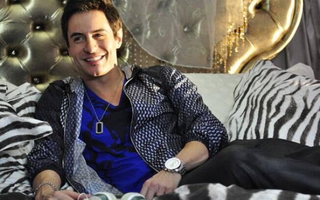Ricardo Tozzi é Fabian, cantor de sertanejo universitário de sucesso