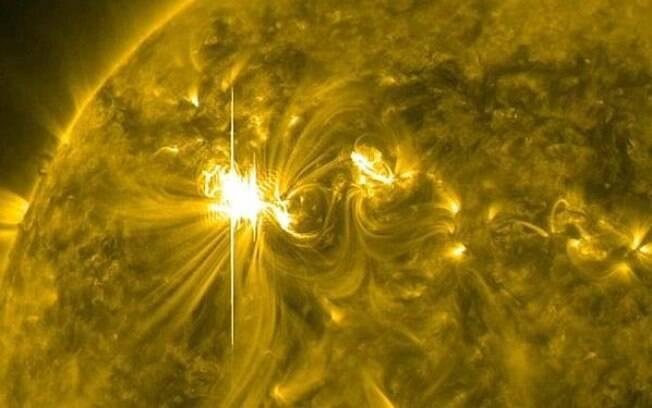 A tempestade solar aconteceu por causa do buraco encontrado na superfície do Sol, onde um campo magnético foi aberto