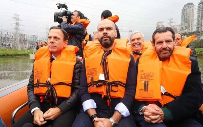 João Doria e Bruno Covas durante passeio pelo Rio Pinheiros nesta quarta-feira, em São Paulo