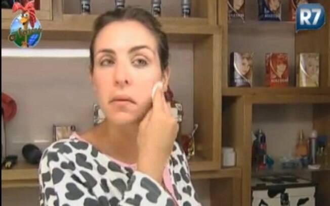 Joana Machado se arruma para cuidar dos animais nesta manhã