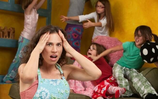 Mãe diz que seus filhos são mau humorados e estão sempre entediados; ela não aguenta mais as férias escolares