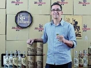 """Intenções. Um dos sócios da empresa João Andante, Magno Carmo diz que nunca tinha mexido com cachaça, """"só eramos degustadores"""""""