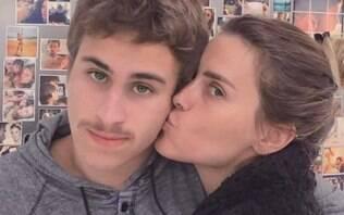 Carolina Dieckmann posa com o filho e fãsexaltam semelhança com o pai