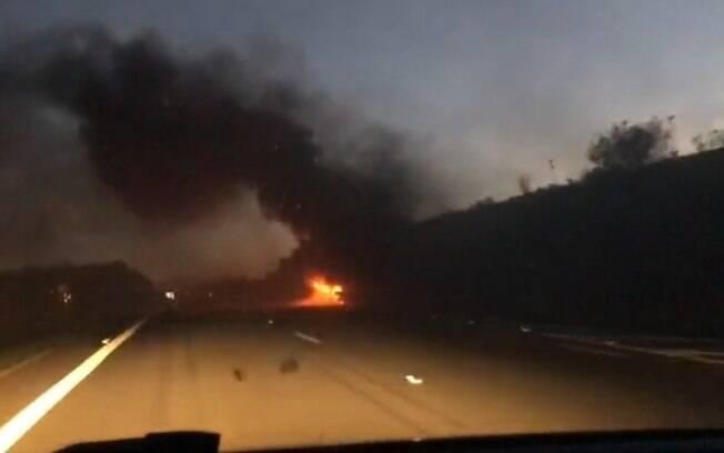 Caminhão pega fogo no Anel Viário, em Campinas