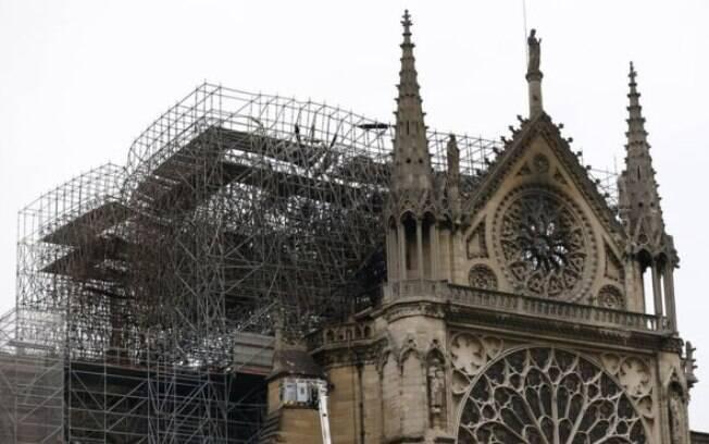 Catedral de Notre Dame foi analisada por peritos na manhã desta terça-feira (16), após grave incêndio em Paris