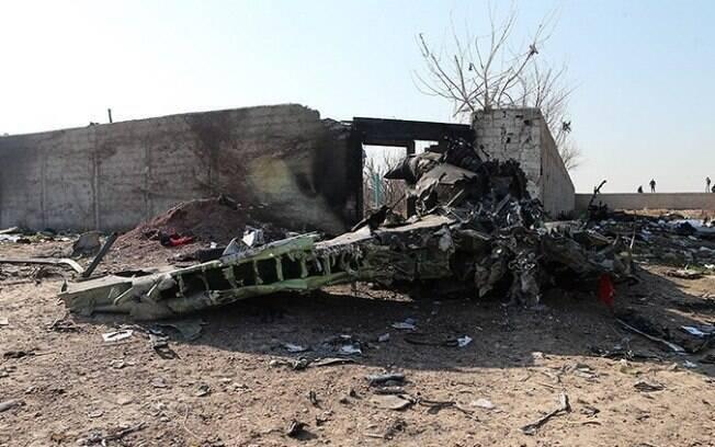 Destroços do avião que caiu no Irã