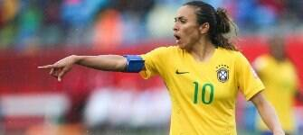 Pressão do público é crucial para avanço do futebol feminino, diz Marta