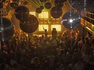Bubu Lounge ferve com música e Gogo Dancers