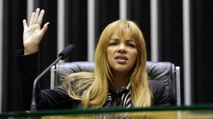 Caso Flordelis: Depoimentos da filha Simone são marcados por contradições