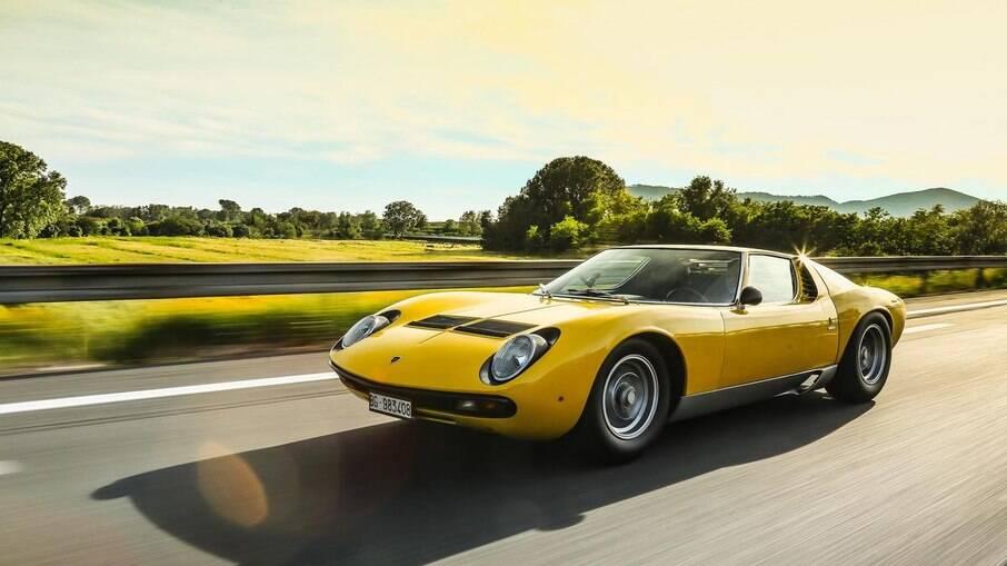 Lamborghini Miura SV: um dos primeiros e mais lembrados superesportivos fabricados até hoje no mundo