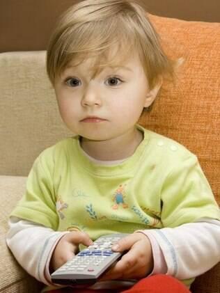 Exposição a meios de comunicação que deixam a criança passiva são prejudiciais até 2 anos de idade
