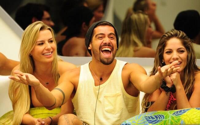 Fernanda, Yuri e Anamara: participantes do programa, assim como espectadores, são vistos como