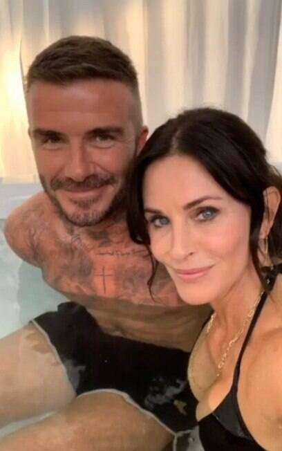 Courteney Cox e David Beckham na banheira
