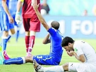 Polêmica. Luis Suárez mordeu o jogador italiano Chiellini na partida de terça-feira