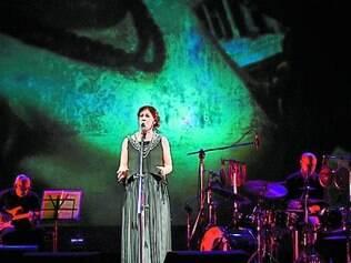 No show, Ná Ozzetti adaptou canções cantadas por parceiros