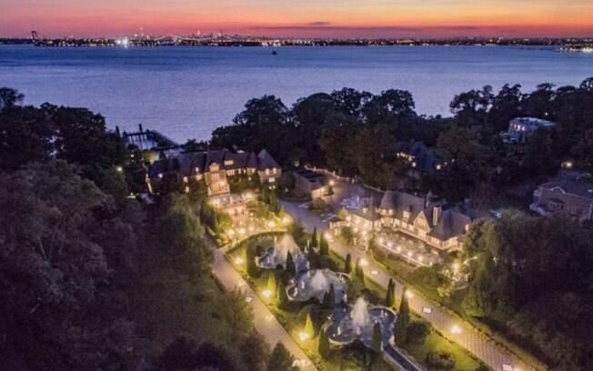 A mansão que inspirou o cenário de 'O Grande Gatsby' fica a 40 km de Nova York e tem uma vista incrível para a cidade