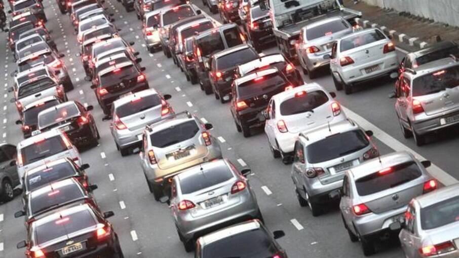 Boletos do IPVA para proprietários de veículos com placas de final 9 vencem nesta terça-feira (19)