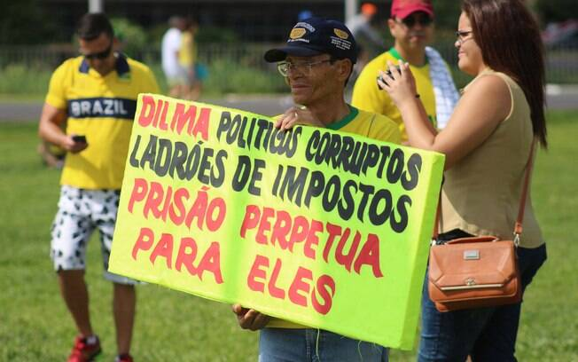 Protesto a favor do impeachment em Brasília. Foto: Charles Sholl/Futura Press - 13.12.15
