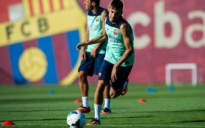 O atacante brasileiro Neymar realizou seu  primeiro treino com bola nesta segunda-feira  (29/7)