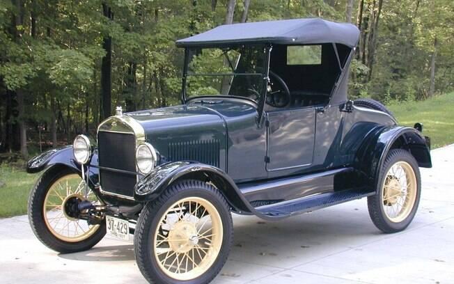 Ford T: o primeiro modelo produzido em série no mundo pode ser chamado de carro moderno, pois seu único foco foi o que representaria no futuro.O Corolla não se encaixa nesse caso.