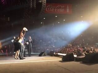 Elenco de 'Avenida Brasil' é ovacionado na Argentina