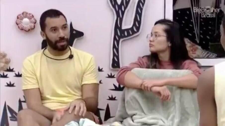 Gilberto fala sobre sua leitura de jogo para Sarah, Lucas e Juliette