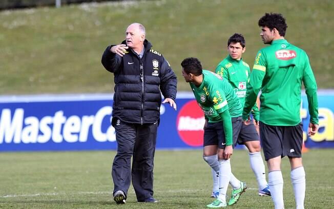 Felipão orienta treino em Genebra com novato  Diego Costa