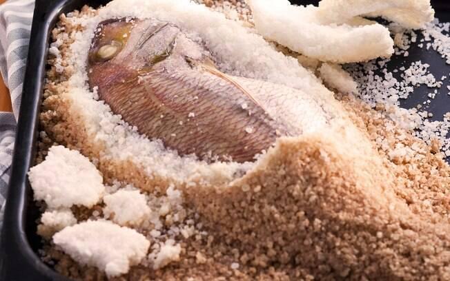 Foto da receita Pargo assado na crosta de sal pronta.