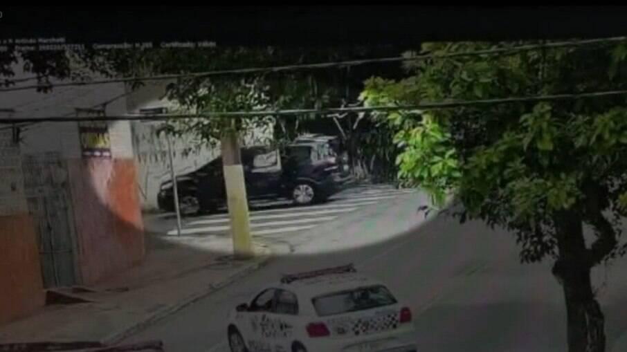 Crianças estavam dentro do carro no momento do roubo