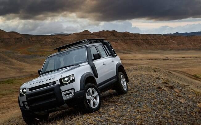 O Defender 110,com motor de 300 cv a gasolina, já está a venda no Brasil por cerca de R$ 400 mil