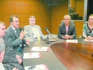 Tática. Ex-prefeitos foram recebidos pelo governador Anastasia em busca de apoio para a associação